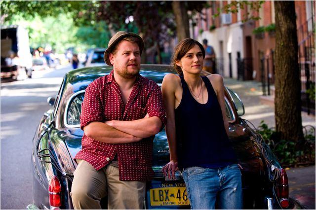 """תמונה של ג'יימס קורדן עם קירה נייטלי מתוך """"התחלה חדשה"""""""