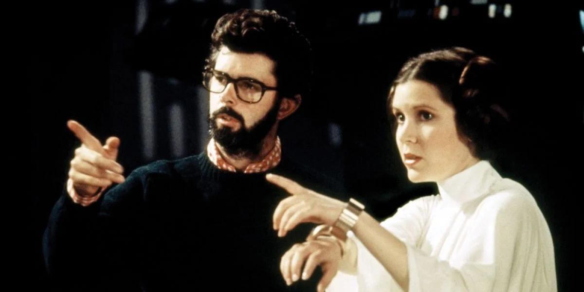 """תמונה של קארי פישר עם ג'ורג' לוקאס מתוך """"מלחמת הכוכבים"""""""