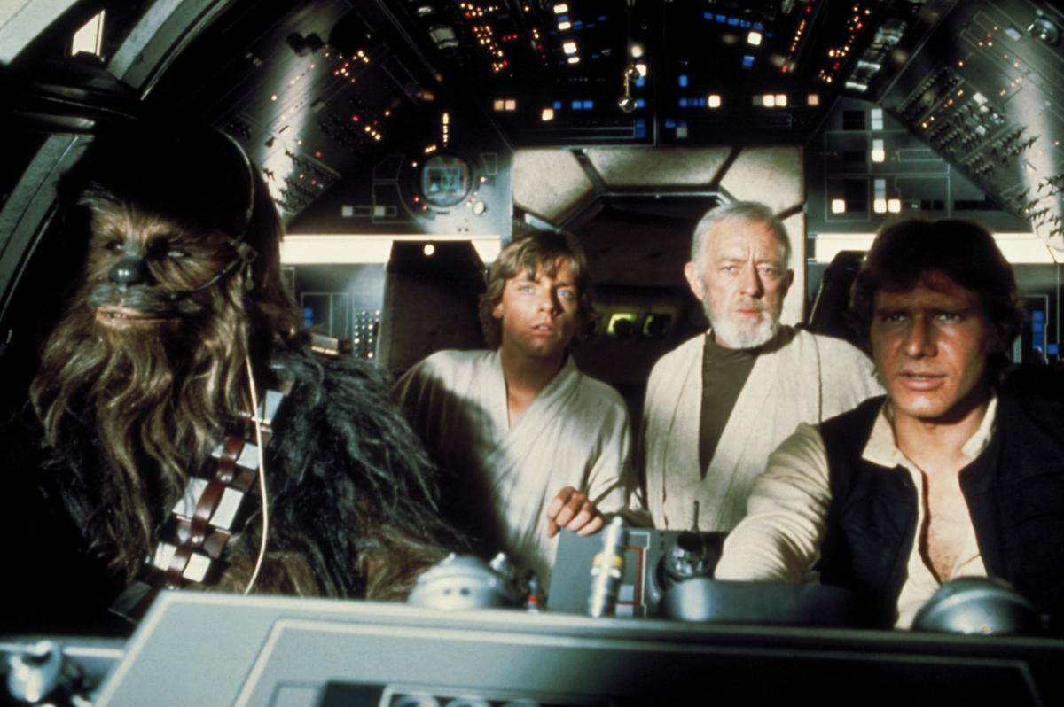 """תמונה של האריסון פורד עם אלק גינס, מארק האמיל מתוך """"מלחמת הכוכבים"""""""