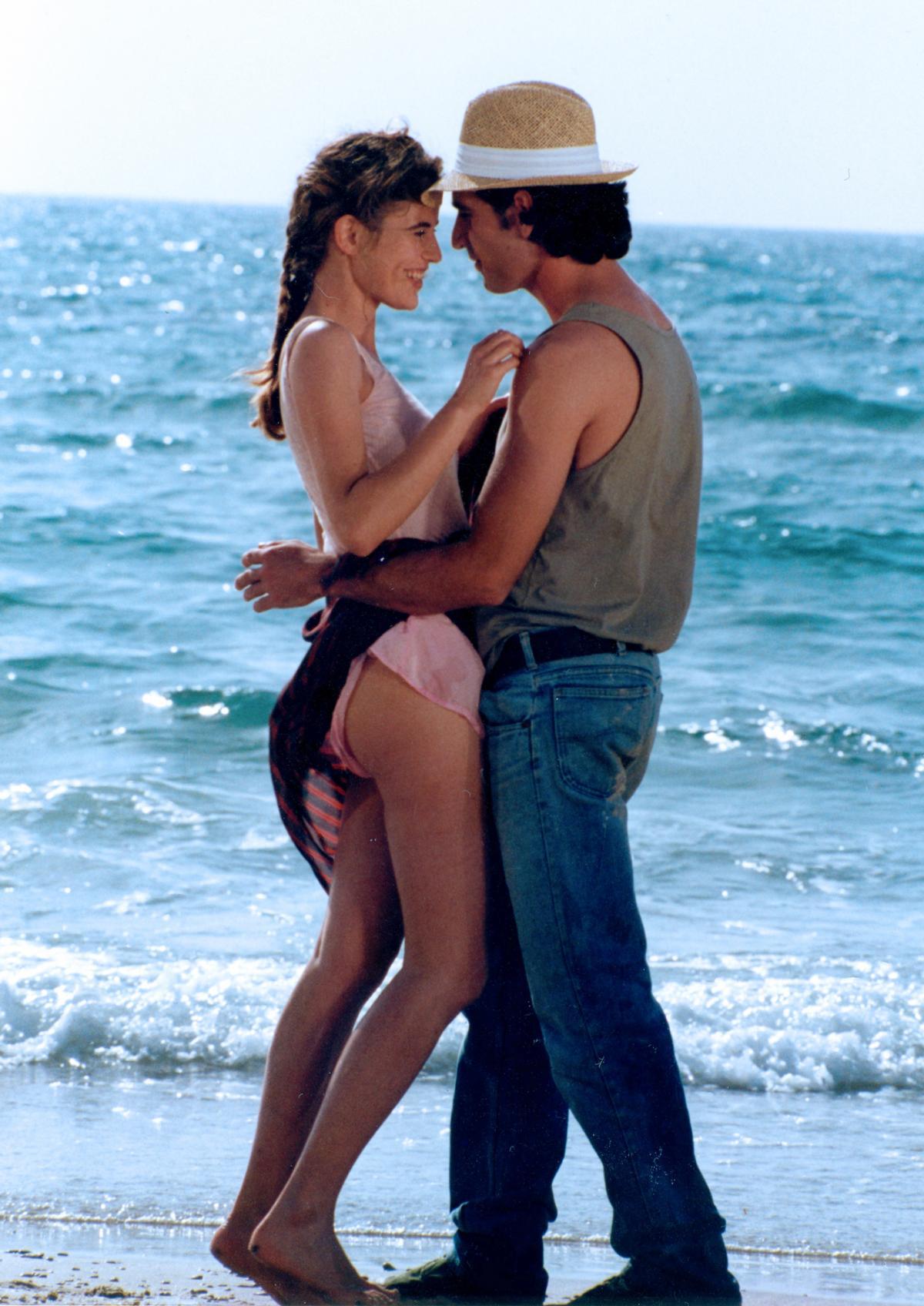 """תמונה של ברוריה אלבק עם אלון אבוטבול מתוך """"רוקד על החוף"""""""