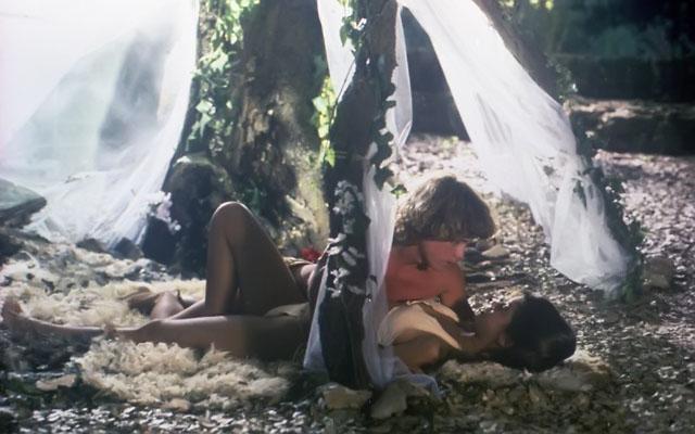 """תמונה של פיבי קייטס עם ווילי איימס מתוך """"גן עדן (ש.ל.ר)"""""""