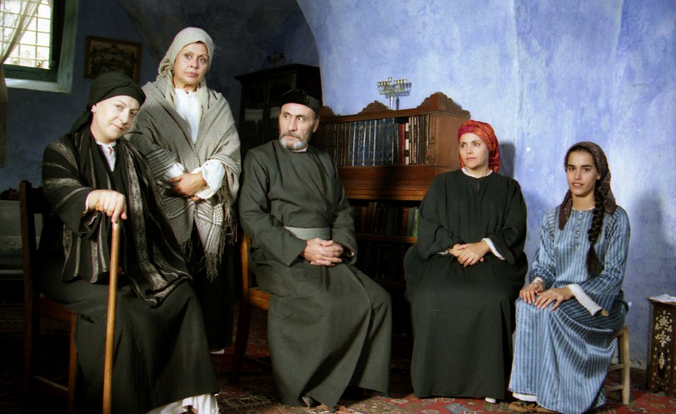 """תמונה של לבנה פינקלשטיין עם יוסף שילוח, רבקה גור, גאולה נוני, אילור הרפז מתוך """"נשים"""""""