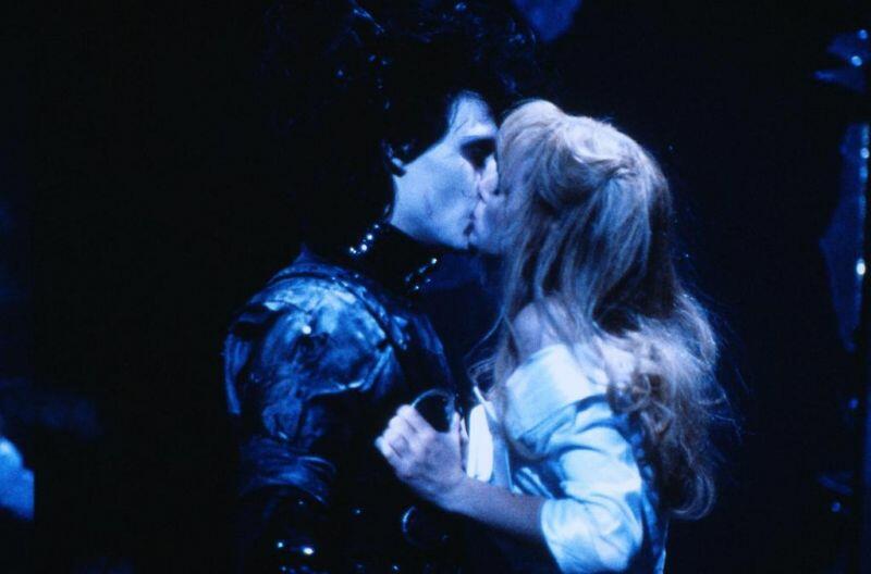 """תמונה של וינונה ריידר עם ג'וני דפ מתוך """"המספריים של אדוארד"""""""