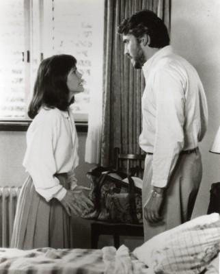 """תמונה של אלפרד מולינה עם סאלי פילד מתוך """"לא בלי בתי"""""""
