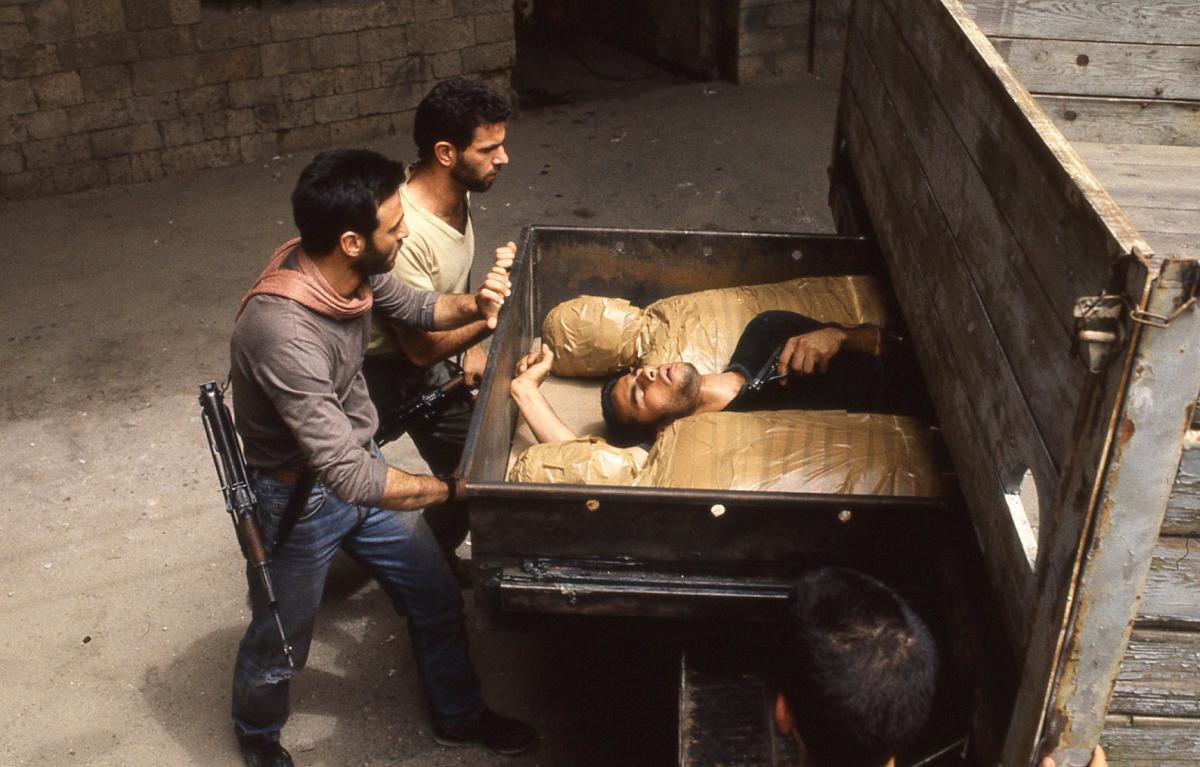 """תמונה של ג'וליאנו מר עם דן תורג'מן מתוך """"בני ערובה"""""""