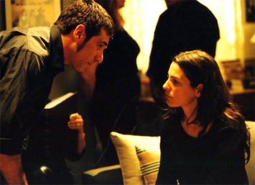 """תמונה של אלון אבוטבול עם איילת זורר מתוך """"האסונות של נינה"""""""