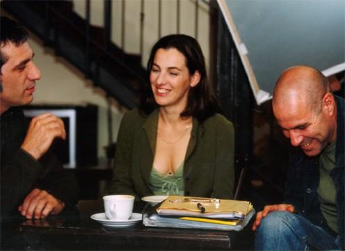 """תמונה של איילת זורר עם שבי גביזון, אלון אבוטבול מתוך """"האסונות של נינה"""""""