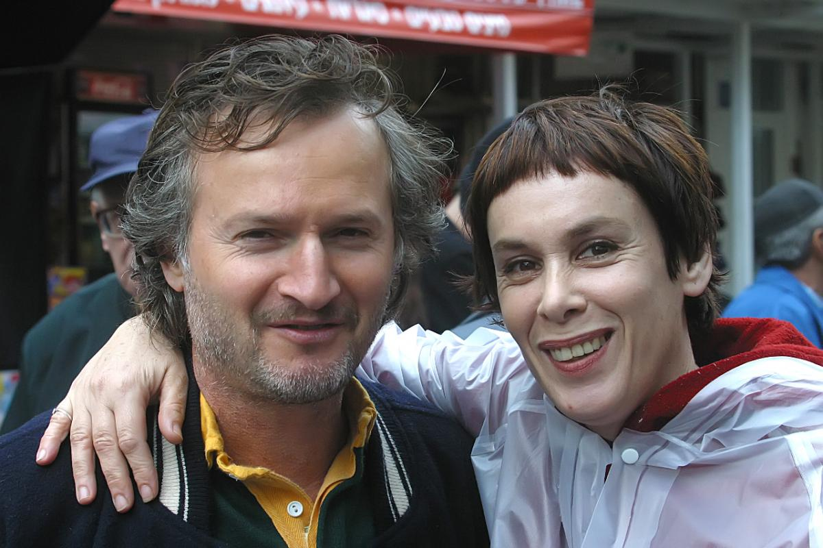 """תמונה של אורלי זילברשץ עם דב נבון מתוך """"האסונות של נינה"""""""