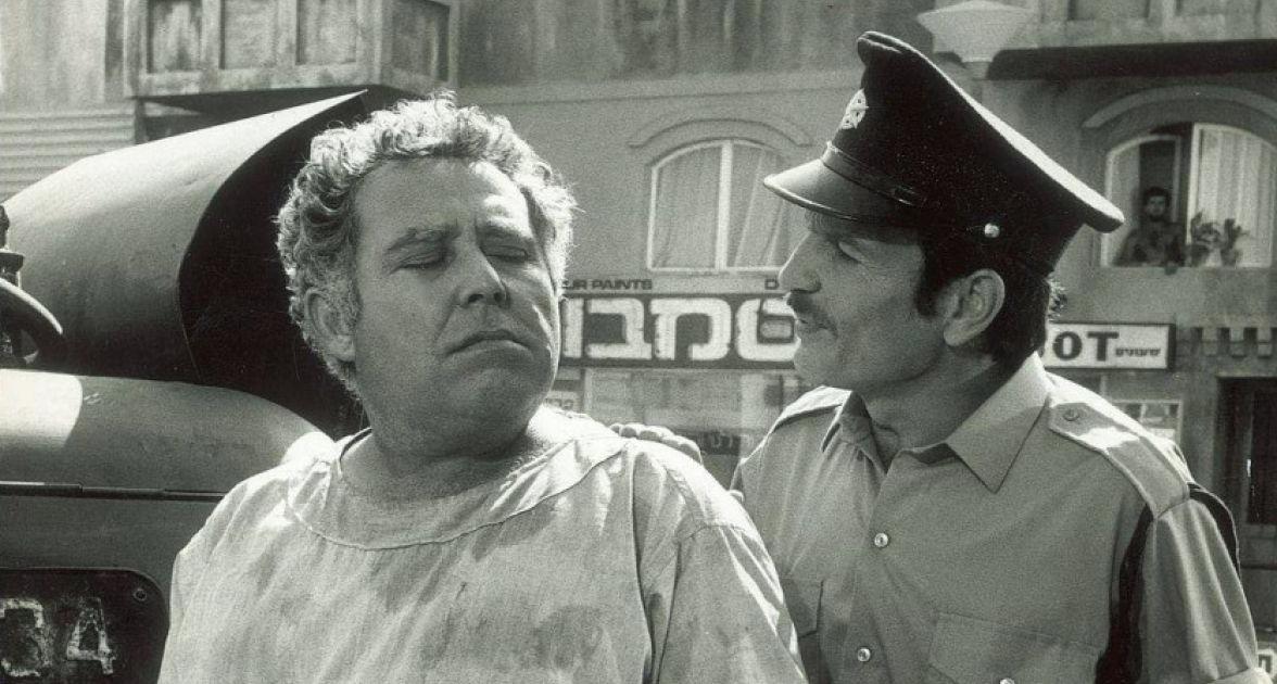 """תמונה של יוסף """"בומבה"""" צור עם שייקה אופיר מתוך """"תעלת בלאומילך"""""""