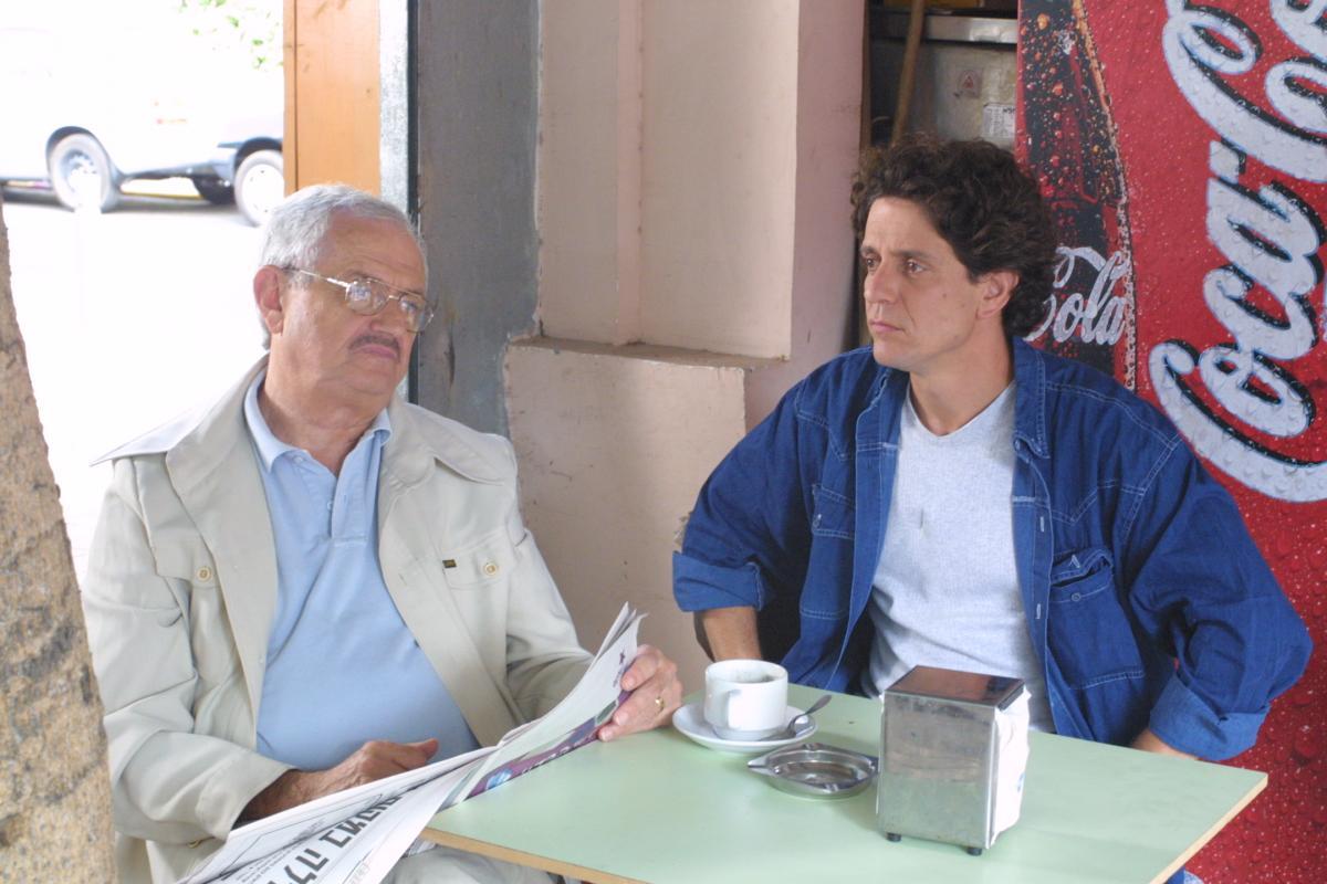 """תמונה של יואב בר לב עם אילן דר מתוך """"באמצע הסרט"""""""