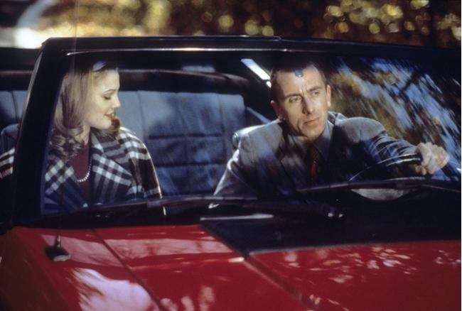 """""""כולם אומרים אני אוהב אותך"""". טים רות', דרו ברימור."""