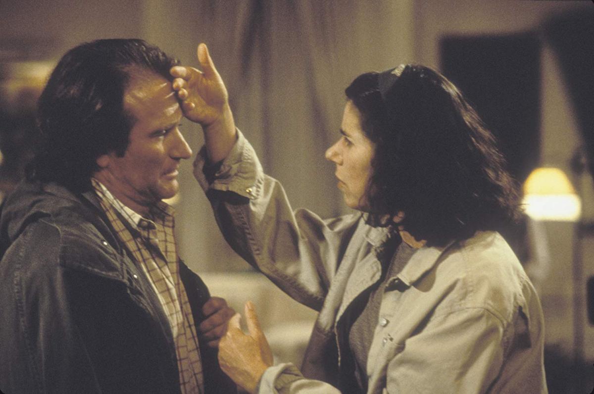 """תמונה של רובין וויליאמס עם ג'ולי קבנר מתוך """"לפרק את הארי"""""""