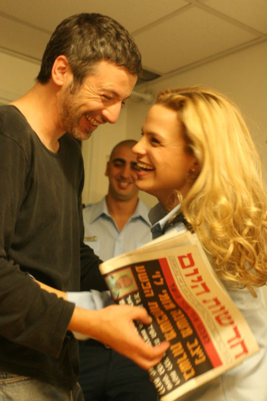 """תמונה של שרון זליקובסקי עם אייל שכטר מתוך """"כתב פלילי"""""""