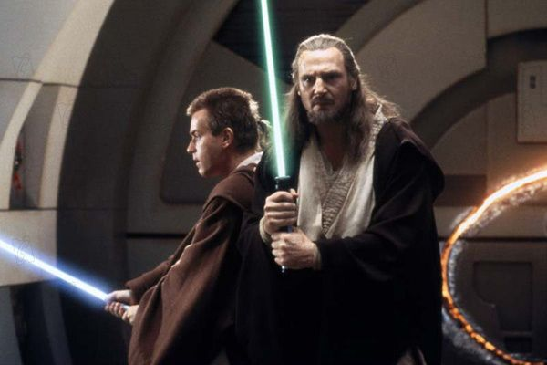 """""""מלחמת הכוכבים: פרק 1 - אימת הפנטום"""". ליאם ניסן, יואן מק'גרגור."""