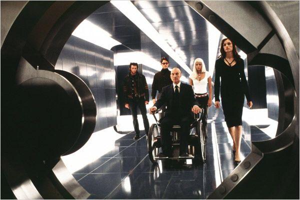 """תמונה של פטריק סטוארט עם פמקה ג'נסן, ג'יימס מרסדן, יו ג'קמן, האלי ברי מתוך """"אקס-מן"""""""