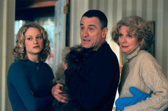 """תמונה של רוברט דה נירו עם בליית' דאנר, טרי פולו מתוך """"פגוש את ההורים"""""""