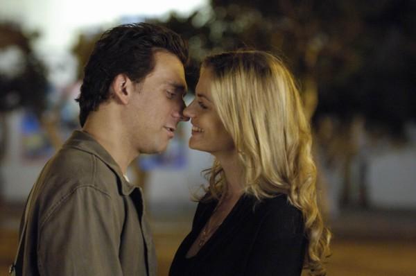 עדי עזרוני עם ליאור אשכנזי. מתוך מתי נתנשק. צילום: יוסי צבקר.