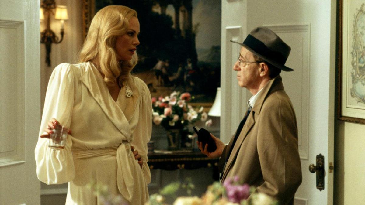 """תמונה של וודי אלן עם שרליז ת'רון מתוך """"קללת אבן העקרב הירוקה"""""""