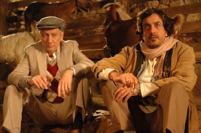 """תמונה של מוני מושונוב עם מנשה נוי מתוך """"פאפאדיזי"""""""