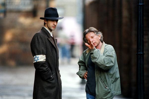 """תמונה של אדריאן ברודי עם רומן פולנסקי מתוך """"הפסנתרן"""""""